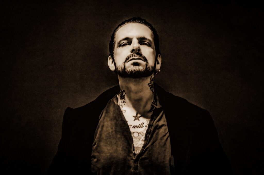 RICKY WARWICK interview online. New solo album out now.